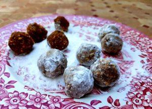 Medieval date cookies